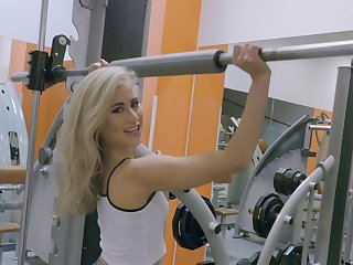 Blonde slut goes uninhibited on cock by means of morning workout