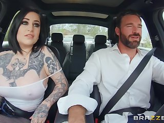 Tattooed bomb Ophelia Rain enjoys hard fuck with her friend on the couch