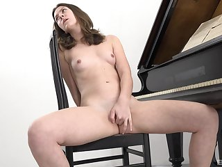 The young babe starts to finger fuck in a pretty seductive solo