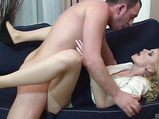 Blonde woman leaves her boss to fuck her in the ass