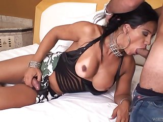 Transsexual milf Aline Ganzarolli gives a good blowjob to one young lover