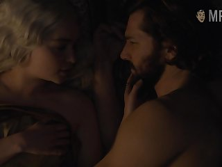 Passionate kissing and bed scene with gorgeous blondie Emilia Clarke