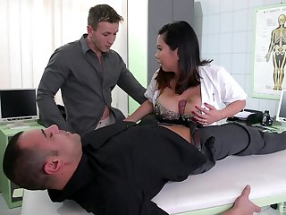 Chesty Tigerr Benson double penetrated in a medical setting