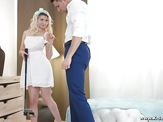 Blond coquette Kastiel Cherry allows to penetrate anal hole for the first time